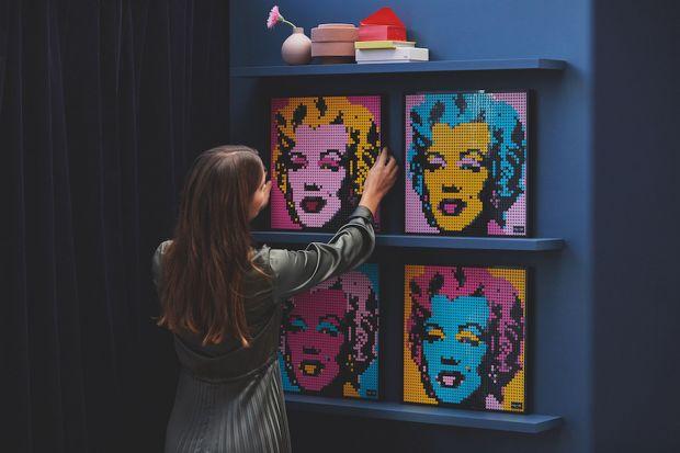 Od sierpnia w sklepach pojawi się nowa propozycja Lego, skierowana do dorosłychpasjonatów popkultury, która zachęca do kreatywnego tworzenia własnych dzieł sztuki. Motywem przewodnim poszczególnych zestawów są bohaterowie komiksów Marvela, Gw