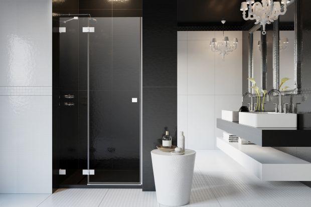 Kabiny prysznicowe, drzwi wnękowe i parawany w białym kolorze to ukłon w stronę miłośników minimalizmu i uniwersalności.
