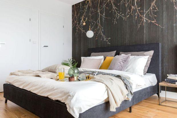 Czy warto wykończyć ściany w sypialni tapetą? Zdecydowanie tak. Będę wyglądały pięknie.
