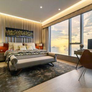 Sypialnia w apartamencie w Hongkongu. Projekt: Cameron Interiors. Fot. mat. prasowe Brabbu