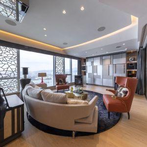 W całym mieszkaniu zainstalowany jest system domu inteligentnego. Projekt: Cameron Interiors. Fot. mat. prasowe Brabbu