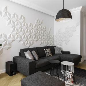 Trzypokojowe mieszkanie urządzone jest spójnie zarówno jeśli chodzi o zastosowane materiały, jak i kolorystykę. Projekt: Anna Maria Sokołowska. Fot. Fotomohito