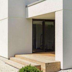 O kwestiach związanych z temperaturą wnętrz mieszkalnych warto pomyśleć już na etapie budowy domu, choć także remont może być ku temu dobrą okazją. Wybierając odpowiednie materiały budowlane jesteśmy w stanie zapewnić sobie komfortowe warunki mieszkaniowe. Fot. Baumit