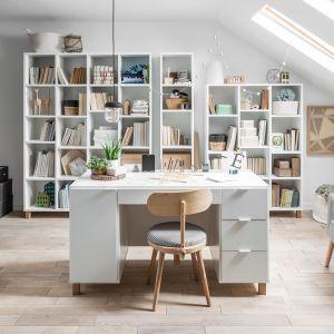 Marta Krupińska, projektantka VOX, stworzyła biurko Simple. Model o szerokości 140 cm to mebel w jej stylu – w pełni spersonalizowany, który możemy dostosować do swoich potrzeb. Fot. Vox