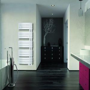 Suszarka łazienkowa w wersji elektrycznej Nefertiti Initial Design będący ozdobą każdej łazienki. Komfort podgrzanych ręczników oraz możliwość współpracy z programatorem zewnętrznym to nasze mocne atuty. Cena od 1.053 zł. Fot. Atlantic