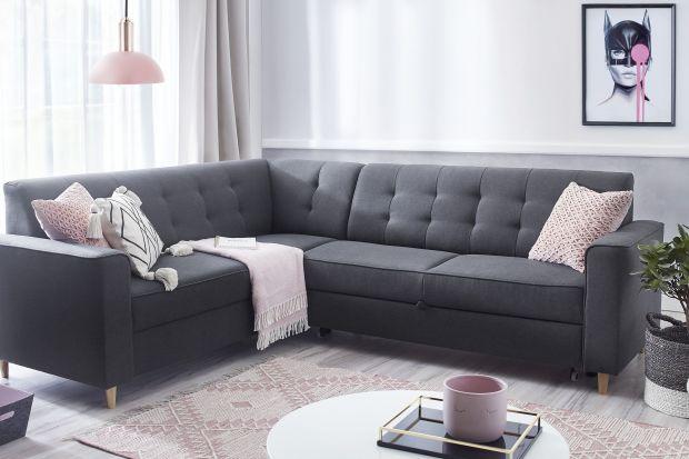 Jaką sofę wybrać do nowoczesnego salonu? Tapicerowaną czy skórzaną? Szarą a może raczej w kolorze? Zobaczcie kilka fajnych modeli dostępnych w polskich sklepach.<br /><br />
