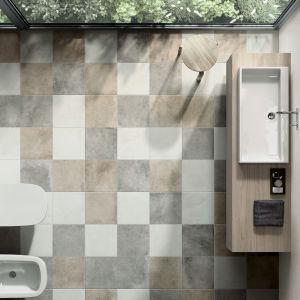 Niejednolity kolor płytek ceramicznych wygląda jak kamień naturalny, a subtelne mozaiki stanowią zaskakujące połączenie klasyki z nowoczesnością.