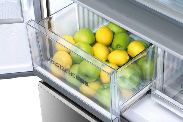 Jak bezpiecznie przechowywać produkt w swojej lodówce? Warto przestrzegać kilku podstawowych zasad. Warto też zwrócić uwagę na dodatkowe funkcje i rozwiązania zastosowane w lodówkach.