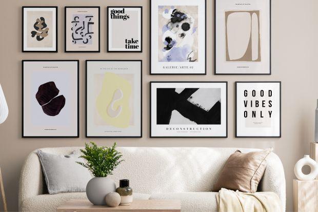 Ściana w salonie: wakacyjne trendy w plakatach