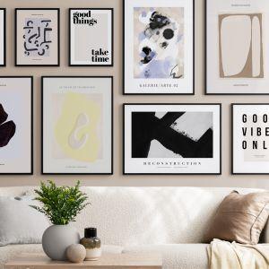 Plakaty w letnim stylu wprowadzą wakacyjny klimat do twojego wnętrza. Ceny plakatów: od 19 zł (rozmiar 13x18 cm), Desenio.pl