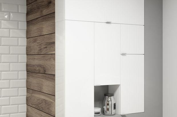 Łazienka – zaraz po kuchni największe wyzwanie aranżacyjne w każdym domu. A to dlatego, że zwykle na niewielkiej przestrzeni musimy zmieścić kilka istotnych stref – kąpielową, umywalkową i toaletową, a nierzadko znaleźć również miejsce
