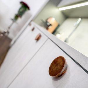 Projekt kuchni zdobył wyróżnienie w konkursie Kuchnia - Studio roku 2020. Realizacja i zdjęcia: Studio Mebli Kuchennych Max Kuchnie Mono Warszawa.