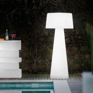 Polietylenowa lampa Time Out daje delikatne rozproszone światło, wyposażona w szereg lampek LED. Marka: Pedrali. Cena: ok 4400 zł, fot. Pedrali