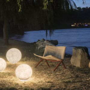 Zjawiskowa lampa Exmoon marki in-es artdesign. Fot. in-es artdesign
