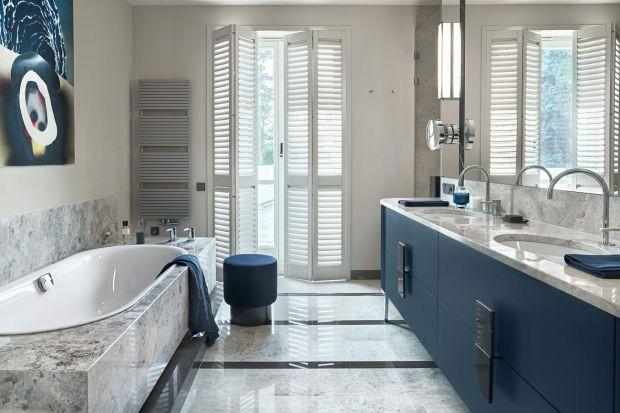 Ta łazienka przy sypialni to część wnętrz modernistycznej willi z lat 30., pieczołowicie odrestaurowanej przez architektkę Katarzynę Kraszewską. Zobaczcie jak się prezentuje!