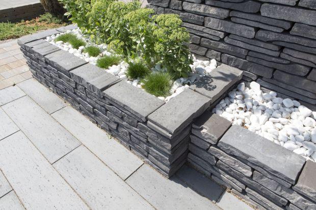 Palisady ogrodowe, murki czy obrzeża betonowe zazwyczaj kojarzą się tylko z ich podstawową funkcją. Tymczasem mogą mieć także więcej różnorodnych zastosowań, które pozwalają na wykreowanie efektownej i dizajnerskiej przestrzeni w ogrodzie or