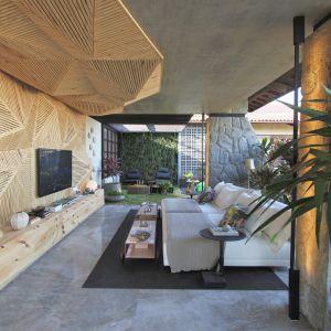 Naturalne piękno tego kwarcytu może być również pierwszoplanowym bohaterem nowoczesnego salonu.  Fot. Interstone Perla Santana
