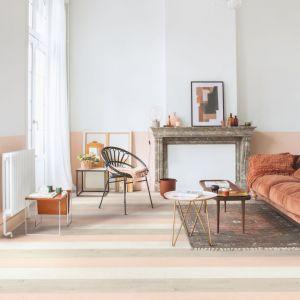 Panele laminowane dąb różowy malowany z kolekcji  Signature. Dostępne w ofercie firmy Quick-Step. Cena: od ok. 129,78 zł/m2. Fot. Quick-Step