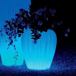Świecący wazon marki Myyour. Ok. 3530 zł, Myyour