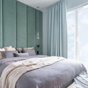Sypialnia urządzona w ciepłych pastelach. Projekt Alina Fabirowska. Fot. Pion Poziom