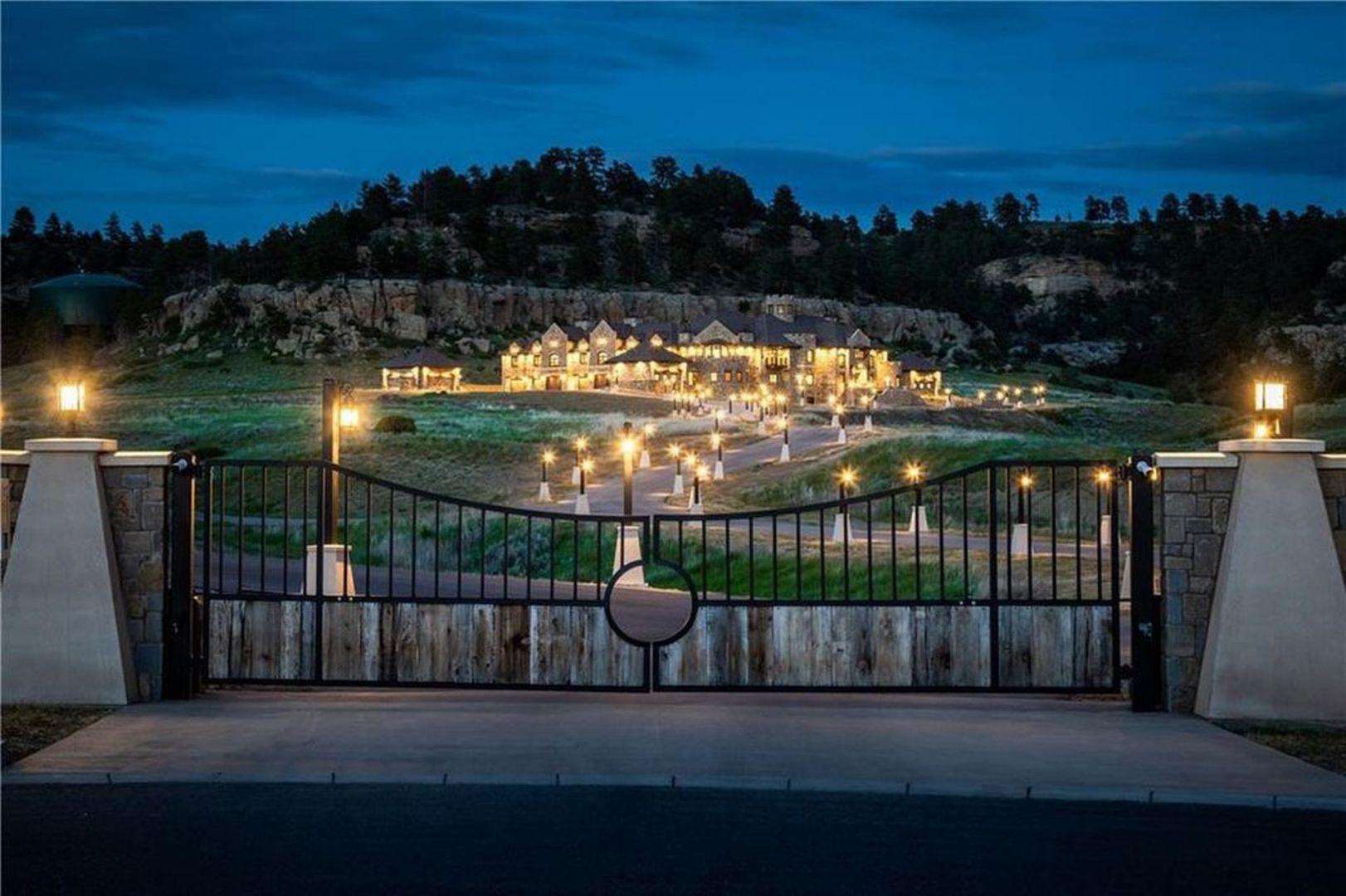 Posiadłość ma powierzchnię 31 tys. m2. Źródło: Top Ten Real Estate Deals. Zdjęcia: Engel & Volkers