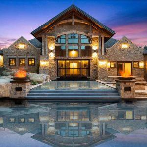 Spektakularna elewacja frontowa domu. Źródło: Top Ten Real Estate Deals. Zdjęcia: Engel & Volkers