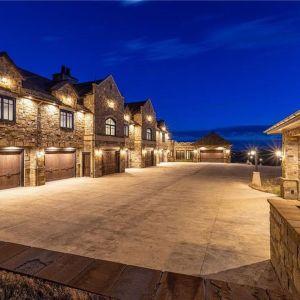 Dom wielkości małego miasteczka w Montanie. Źródło: Top Ten Real Estate Deals. Zdjęcia: Engel & Volkers