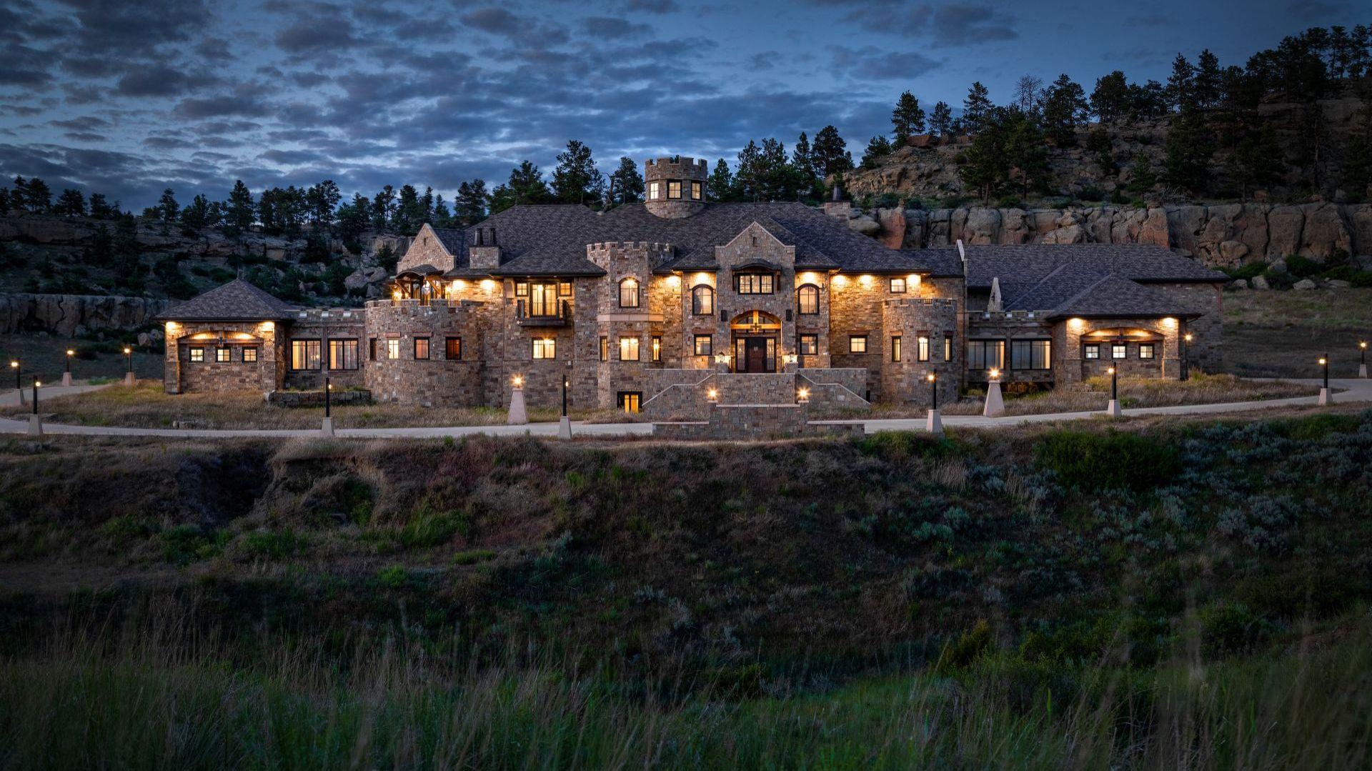 Zamek w Montanie. Źródło: Top Ten Real Estate Deals. Zdjęcia: Engel & Volkers