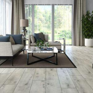 Panele laminowane z kolekcji Arteo Dąb Algarve. Dostępne w ofercie firmy od RuckZuck. Cena: ok. 64 zł/m2 Fot. RuckZuck