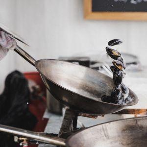 Gotując wykorzystuj składniki dobrej jakości. Nawet najlepszy kucharz nie stworzy dobrego dania z produktów niskiej jakości lub ich podróbek. Fot. Solgaz