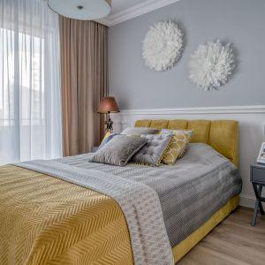 Sypialnia urządzona jest wygodnie i bardzo przytulnie. Projekt: Marta Piórkowska-Paluch. Fot. Andrzej Czechowicz