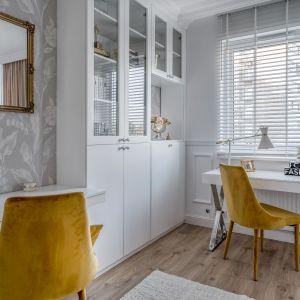 Z racji pracy w systemie home office, jeden pokój został przeznaczony na domowe biuro z dwoma stanowiskami do pracy. Projekt: Marta Piórkowska-Paluch. Fot. Andrzej Czechowicz