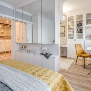 W sypialni i w gabinecie znajduje się sporo miejsca na przechoywanie. Projekt: Marta Piórkowska-Paluch. Fot. Andrzej Czechowicz