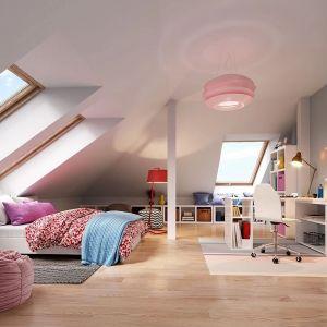 Na poddaszu znajdują się dwie wygodne sypialnie. Nazwa projektu: Hiacynt. Projekt wykonano w Pracowni MG Projekt
