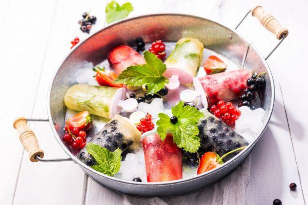 Podrzucamy Wam przepis na pyszne lody o smaku cytrynowo-miętowym. Zrobicie je sami w domu. Będzie smacznie i zdrowo.<br /><br />