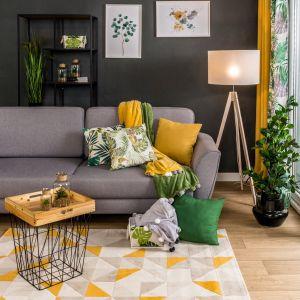 Stolik z metalowymi nogami idealnie pasuje do wnętrz nowoczesnych oraz industrialnych. Fot. Salony Agata