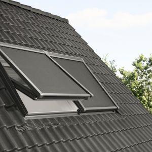 Markiza zewnętrzna to zewnętrzne wyposażenie do okien dachowych wykonane ze specjalnego materiału zatrzymującego część promieni słonecznych zanim dotrą do szyby. Fot. Velux