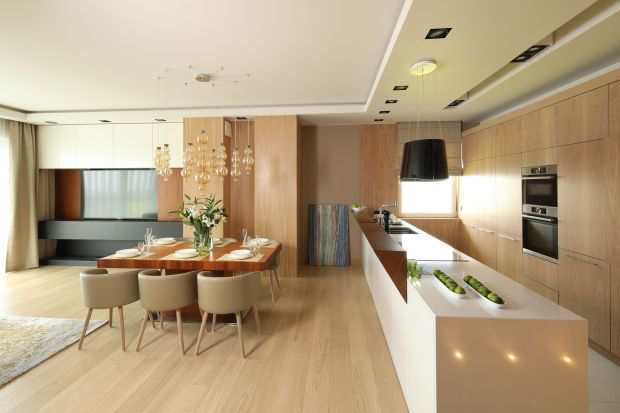 Drewno to materiał, który w kuchni sprawdzić się doskonale. Doda wnętrzu klasy i przytulności.<br /><br />