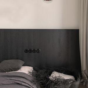Sypialnia w czerni i bieli. Projekt: Aga Kobus i Grzegorz Goworek, Studio. O