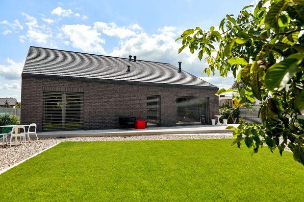 Dom Zerokosztowy to projekt, za którym stoją architekci z pracowni Eureka Architekci. Zobaczcie ten energooszczędny projekt prawie samowystarczalnego budynku mieszkalnego.