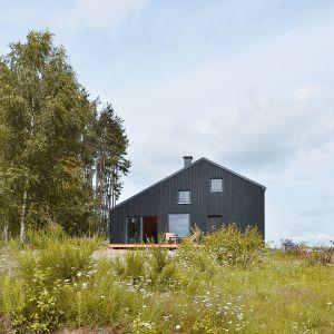 Dom jest prosty, funkcjonalny i ekonomiczny. Projekt i zdjęcia: architekt Grzegorz Layer