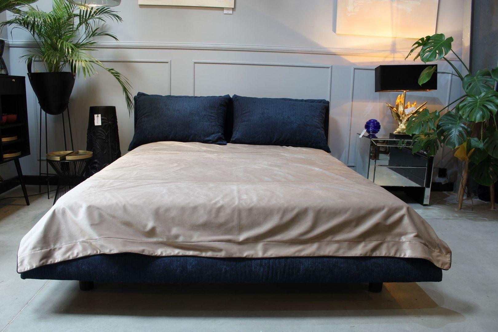 Komfortowe łóżko Space ma tapicerowaną ramę łóżka i miękkie podparcie. Bogata gama tkanin, nóżki dębowe. Od 5185 zł, Nobonobo
