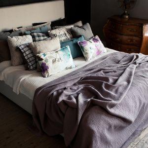 Tapicerowane łóżko Luna o nowoczesnej, minimalistycznej formie. Może być wykonane w dowolnej tkaninie. Od 3312 zł, Sits