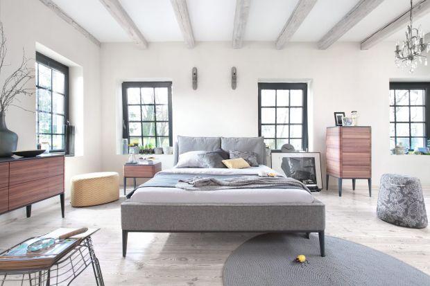 Szukasz łóżka do sypialni? Wybraliśmy 12 ciekawych modeli z modnym tapicerowanym zagłówkiem. Najtańsze już od 1400 zł. Zobacz koniecznie!
