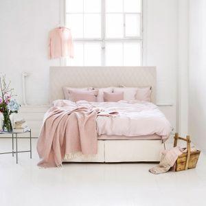 Przykład gotowej, pełnej konfiguracji łóżka Continental Aurea marki Matri. Składa się na niego rama wraz z materacem i nóżkami w rozmiarze 160 x 200 cm, dopasowany do wielkości łóżka zagłówek oraz dekoracyjny lambrekin. 17 347,00 zł - zestaw ze zdjęcia. Matri/Anotherdesign.pl