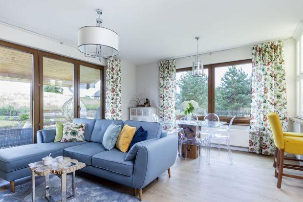 Wyposażanie domowych przestrzeni to inwestycja na dłuższy czas. Często przeznaczamy na ten cel nasze oszczędności, więc tuż po zakupie pojawia się pytanie, jak dbać o meble tapicerowane, aby służyły latami.