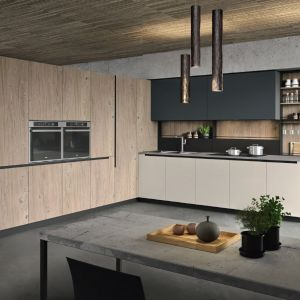 Nowoczesne meble kuchenne z programu LAB13. Zastosowanie sporej ilości drewna doskonale ociepla przestrzeń. Fot. Aran Cucine