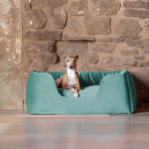 Luksusowe łóżko dla psa w modnej butelkowej zieleni. Ok. 684 zł. Fot. Charley Chau