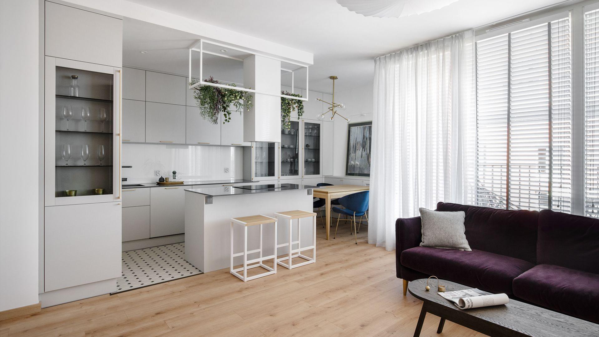 Mieszkanie ma powierzchnię 50 metrów kwadratowych. Zlokalizowane jest w prestiżowej lokalizacji, w samym centrum Gdańska. Projekt: Monika Wierzba-Krygiel. Fot. Hania Połczyńska