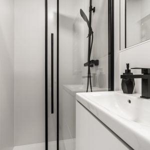 Łazienka z kabiną prysznicową. Mikroapartament pokazowy we Wrocławiu o powierzchni 18,5 m2. fot. BY MADE